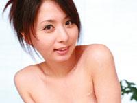 大沢佑香!!手マンで豪快に潮吹き・・・!!(無料AV動画)