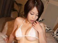 大塚咲はかなり経験豊富な20代半ばの女子校生。[5]